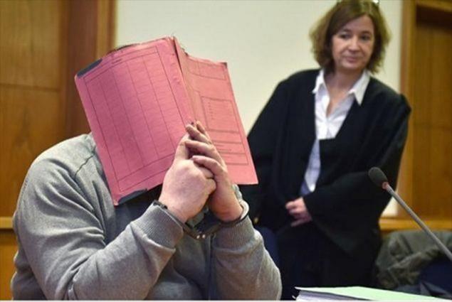 الممرض الألمانى أثناء أحدى جلسات المحاكمة