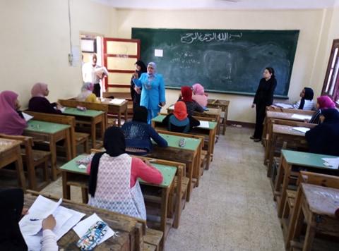 وكيل تعليم كفر الشيخ تتفقد لجان الامتحانات (15)