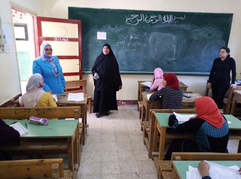 وكيل تعليم كفر الشيخ تتفقد لجان الامتحانات (6)