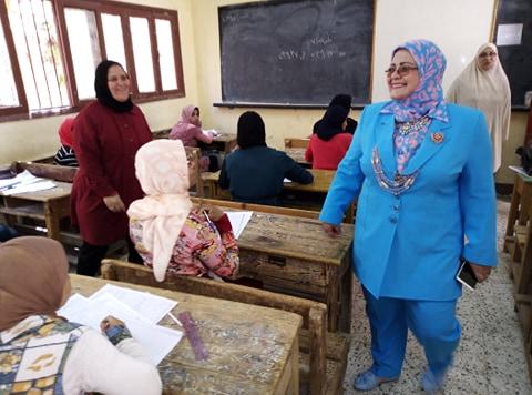 وكيل تعليم كفر الشيخ تتفقد لجان الامتحانات (2)