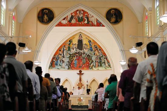 انطلاق أول صلاة بكنيسة فى سريلانكا بعد هجمات عيد الفصح (6)
