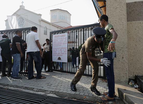 انطلاق أول صلاة بكنيسة فى سريلانكا بعد هجمات عيد الفصح (4)