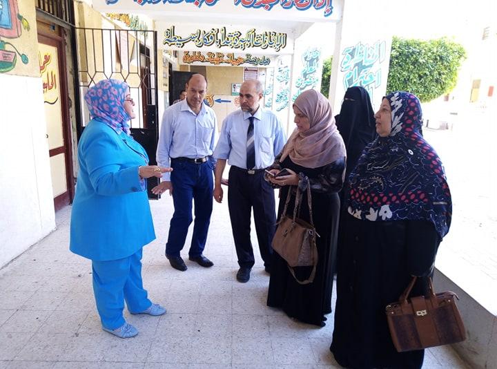وكيل تعليم كفر الشيخ تتفقد لجان الامتحانات (7)