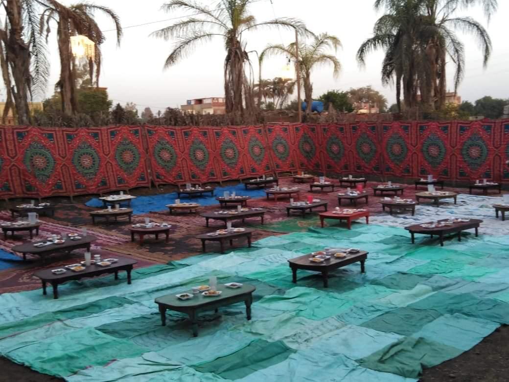 أقباط أشقاء بالمنوفية ينظمون مائدة إفطار للمسلمين (1)