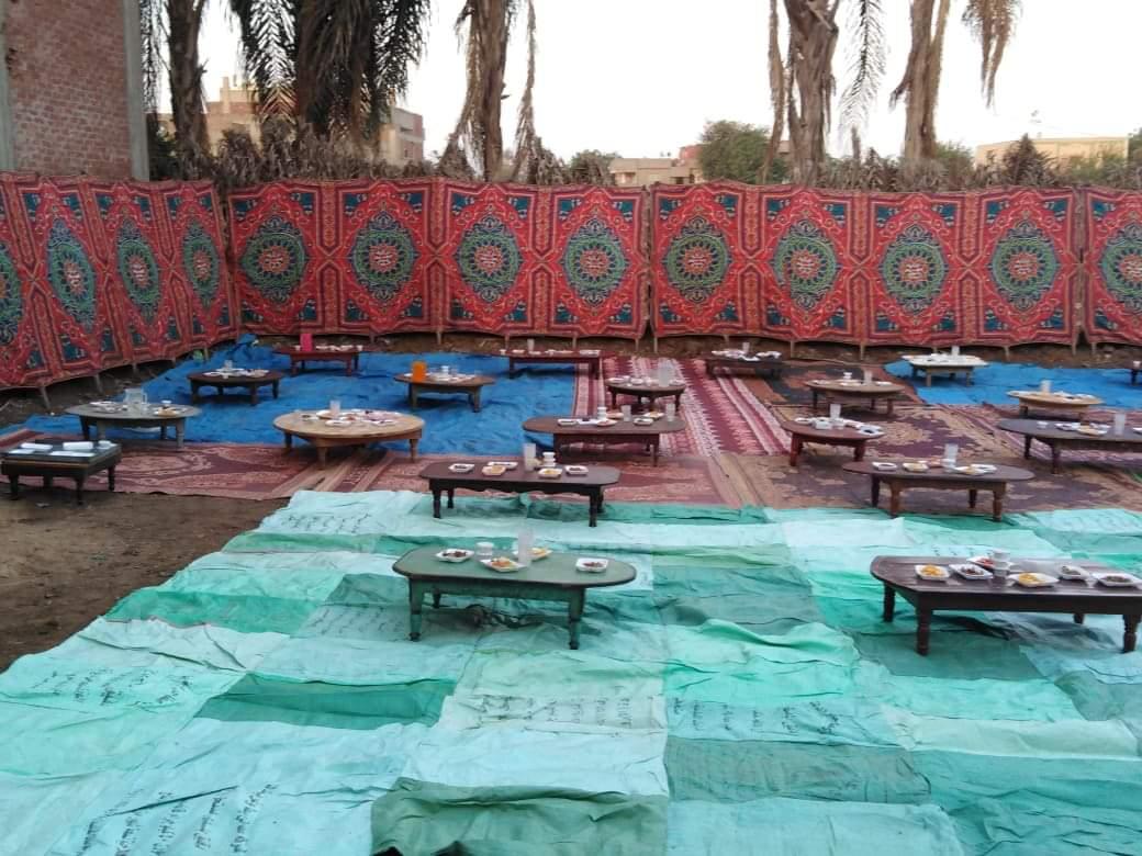 أقباط أشقاء بالمنوفية ينظمون مائدة إفطار للمسلمين (11)
