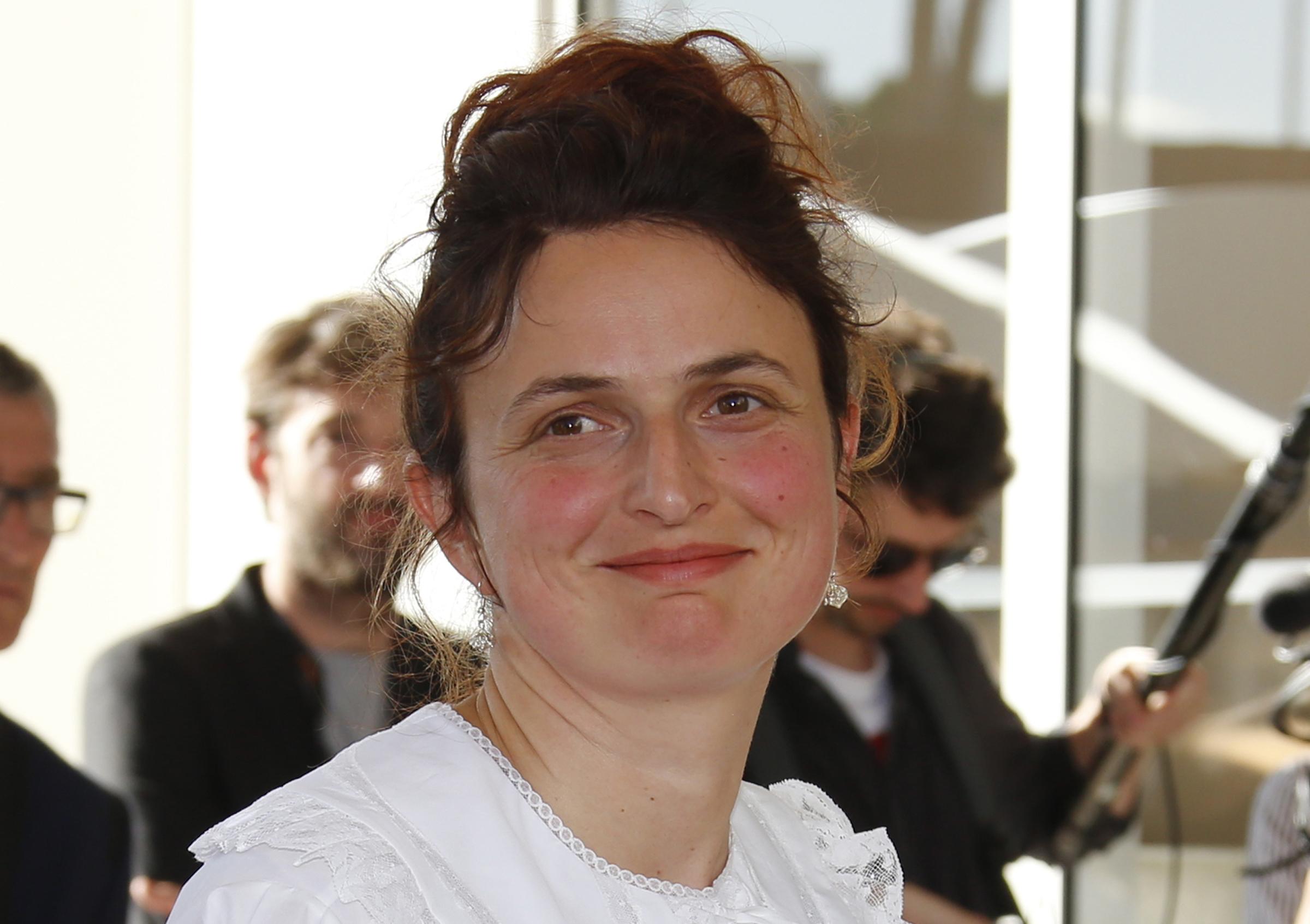ابتسامة من آليس روهراوشر