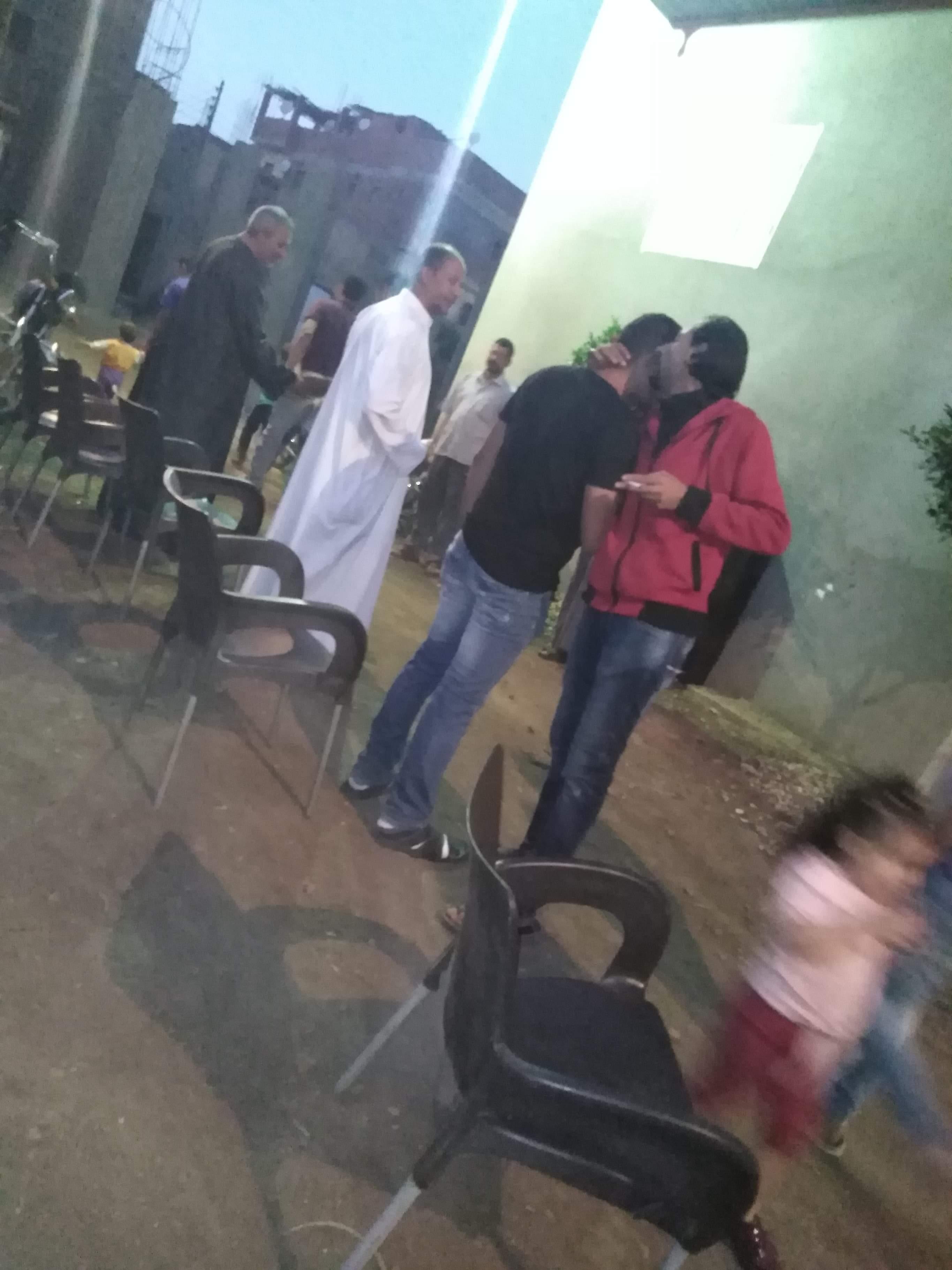 أقباط أشقاء بالمنوفية ينظمون مائدة إفطار للمسلمين (7)
