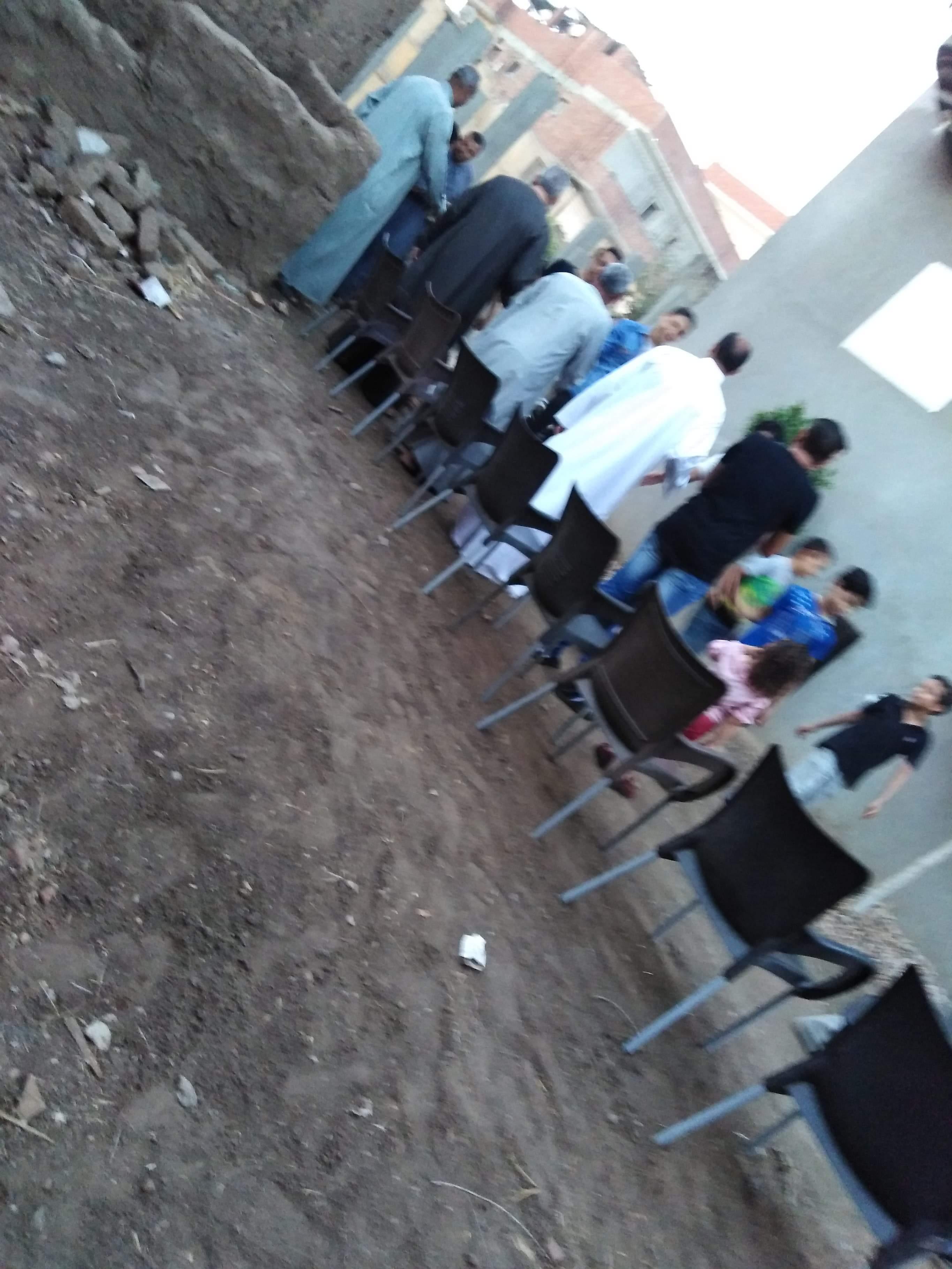 أقباط أشقاء بالمنوفية ينظمون مائدة إفطار للمسلمين (4)