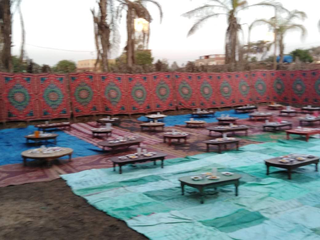 أقباط أشقاء بالمنوفية ينظمون مائدة إفطار للمسلمين (13)