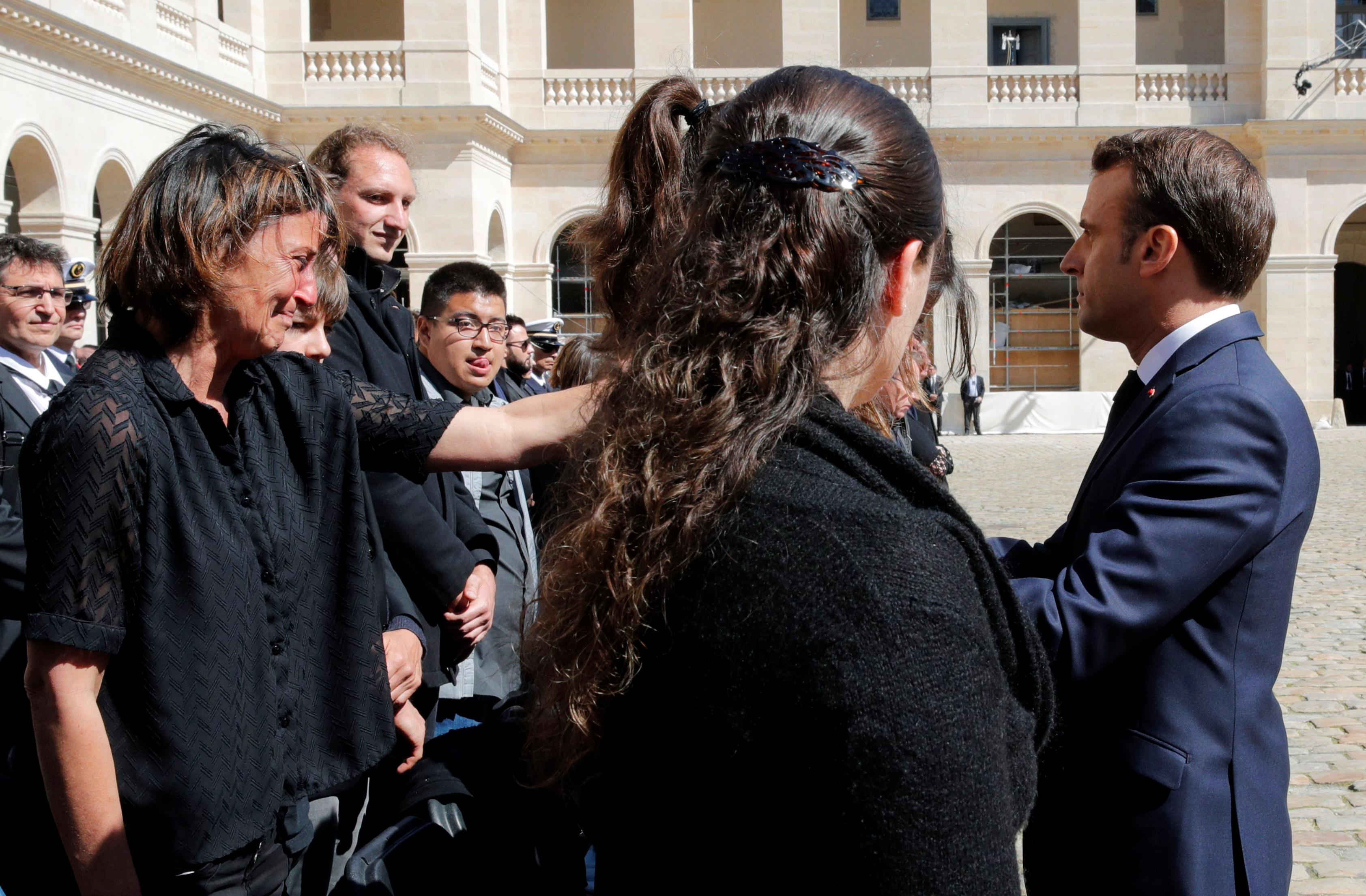 الرئيس الفرنسى يعزى أقارب الضحايا