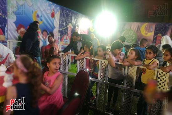 عروض السيرك القومى تجذب الجماهير والأطفال بساحة الهناجر (4)