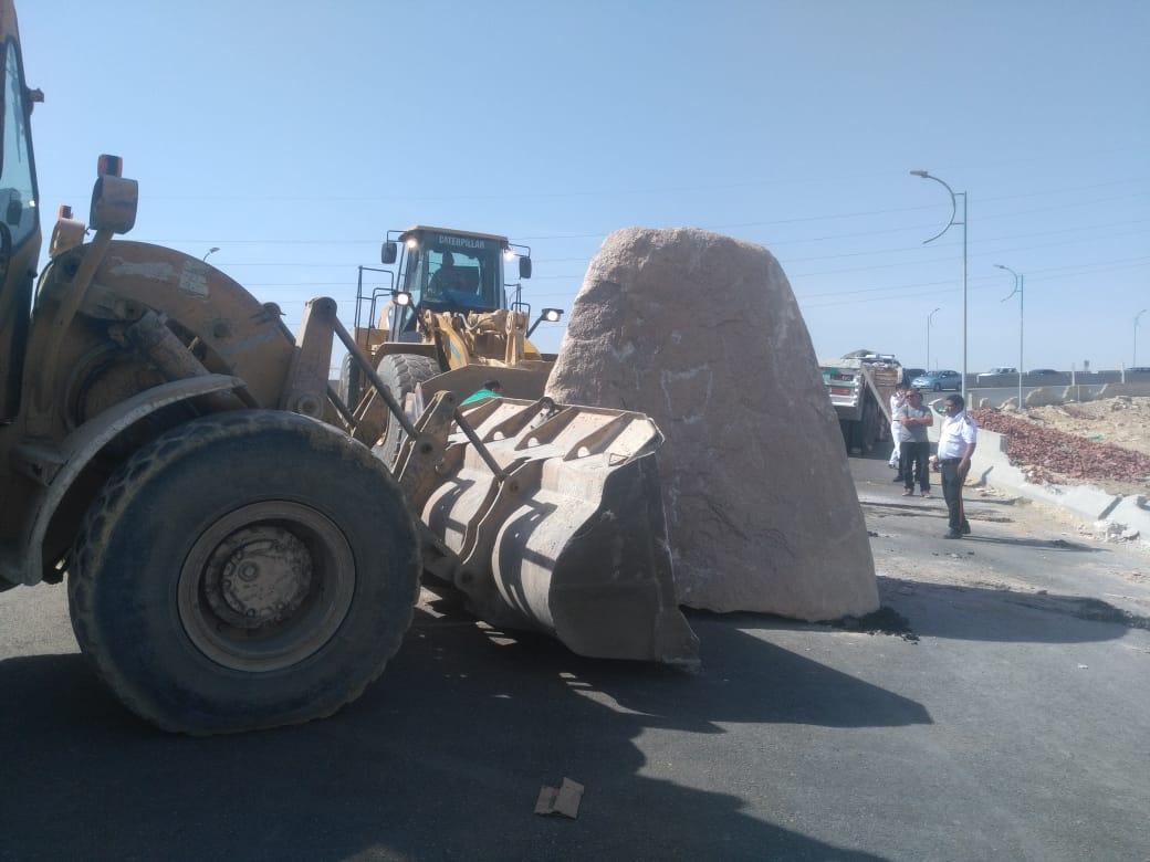 سقوط حمولة احجار