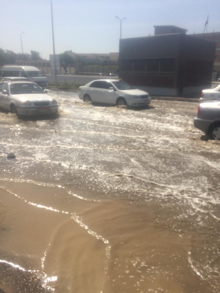 زحام مرورى بسبب كسر ماسورة مياه (2)