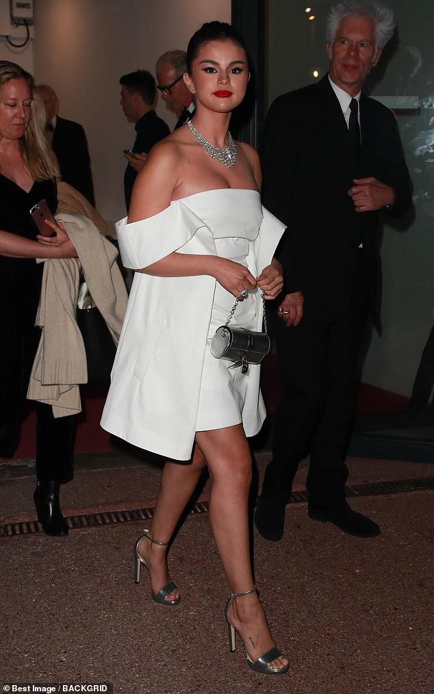 سيلينا جوميز قبل حفل العشاء  (6)