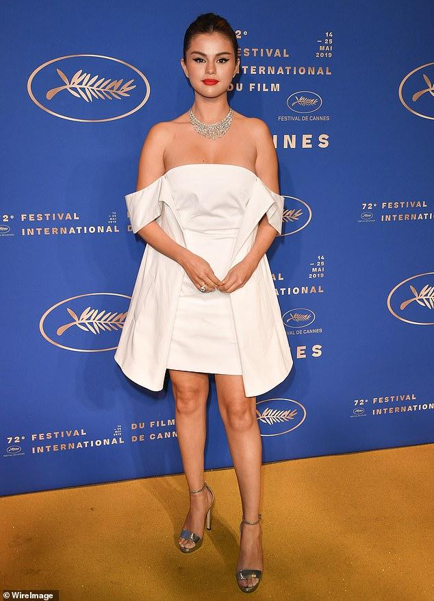 سيلينا جوميز قبل حفل العشاء  (2)