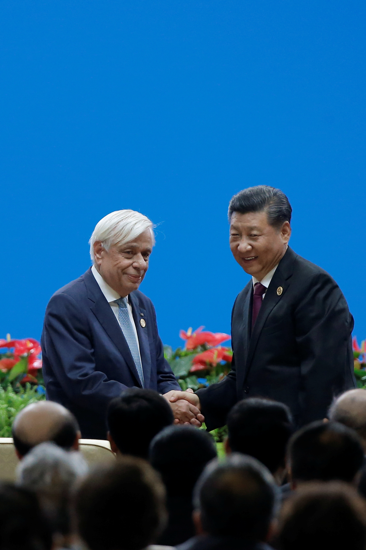 الرئيس الصيني شي جين بينغ والرئيس اليوناني بروكوبس بافلوبولوس