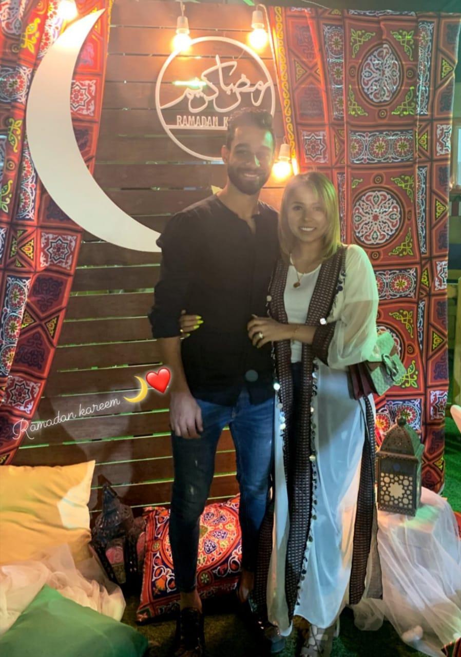 عمرو السولية لاعب الأهلى و زوجته هدير