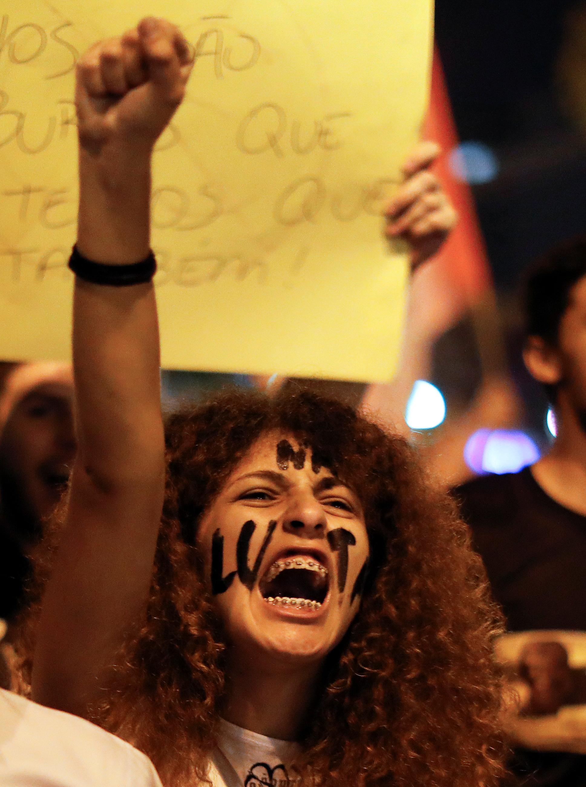 2019-05-10T225433Z_1459168883_RC13140B0330_RTRMADP_3_BRAZIL-POLITICS-PROTEST