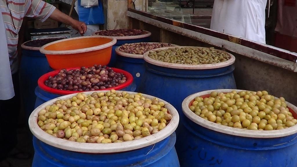 لح وزيتون مطروح يزين معظم الموائد المصرية خلال شهر رمضان (8)