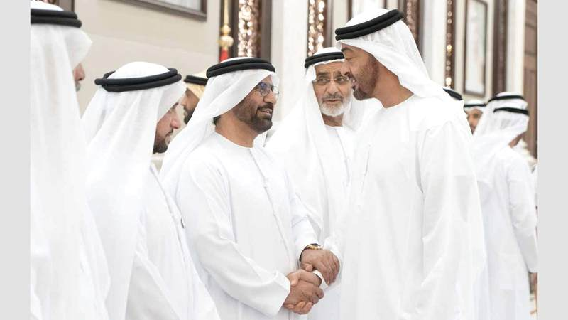 بن زايد مع الاماراتيين