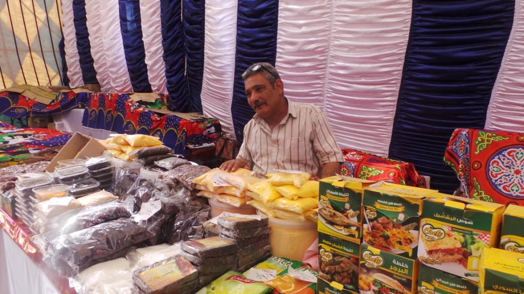 أسامة وسط منتجات رمضان
