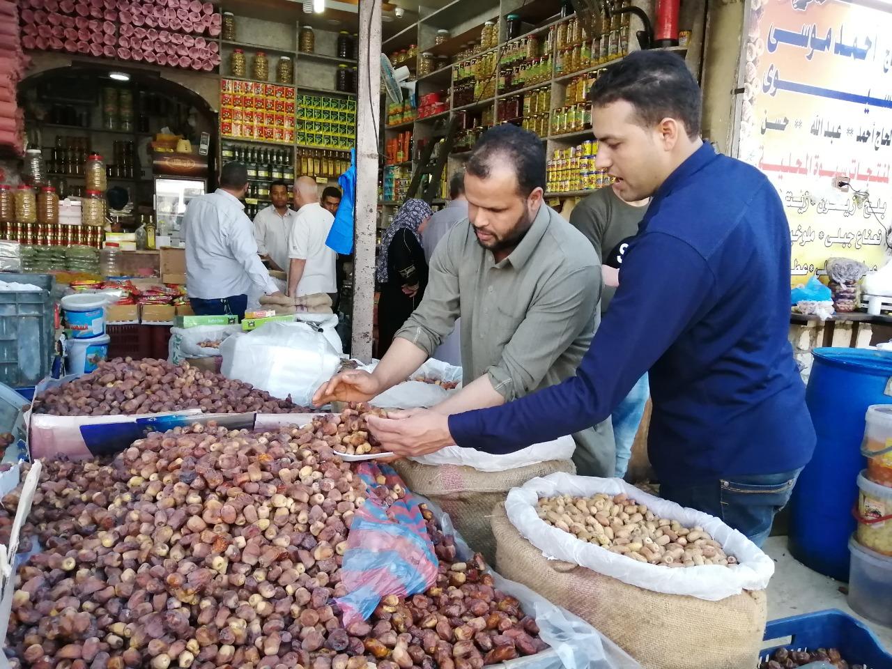 لح وزيتون مطروح يزين معظم الموائد المصرية خلال شهر رمضان (4)