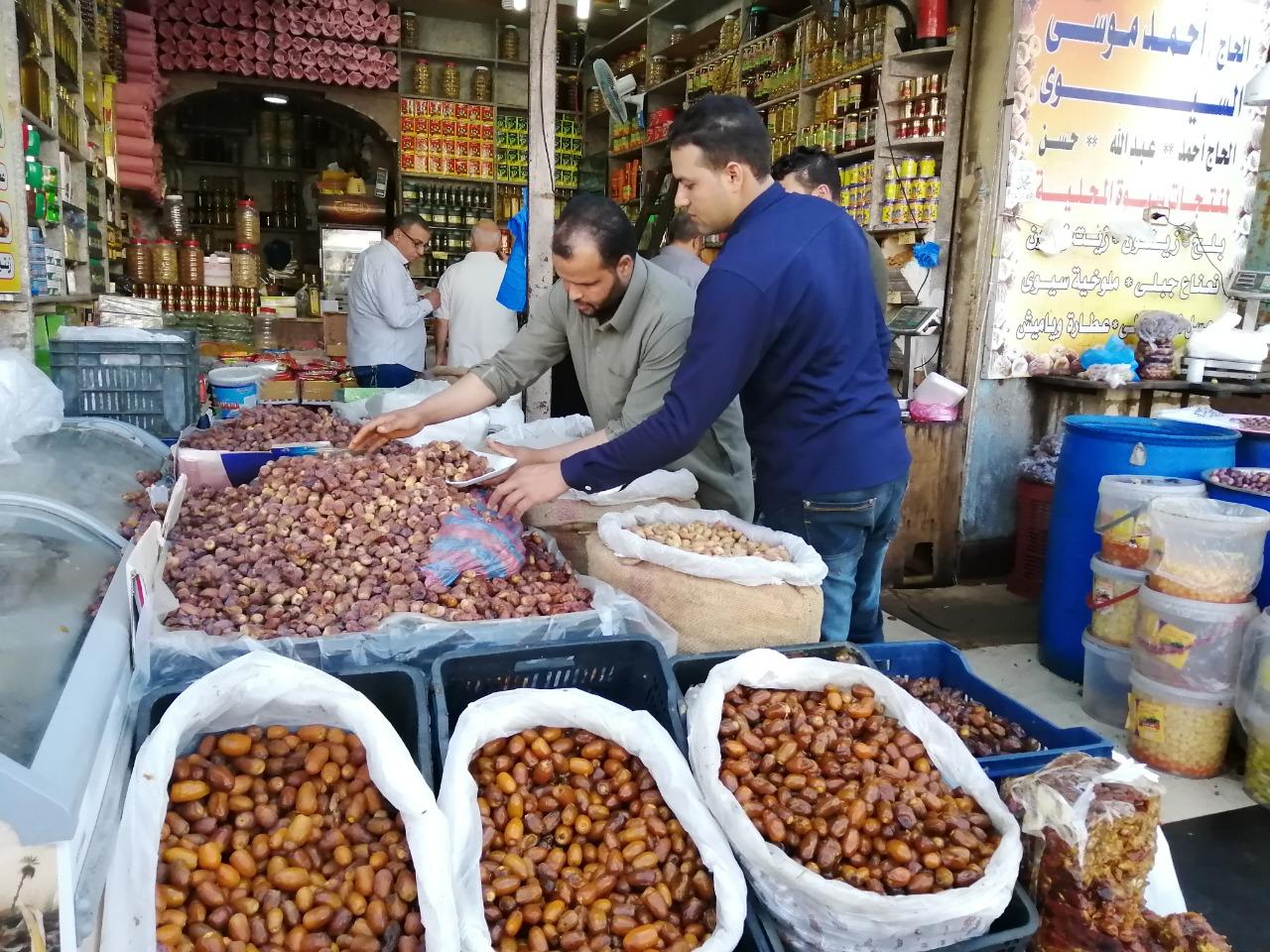 لح وزيتون مطروح يزين معظم الموائد المصرية خلال شهر رمضان (3)