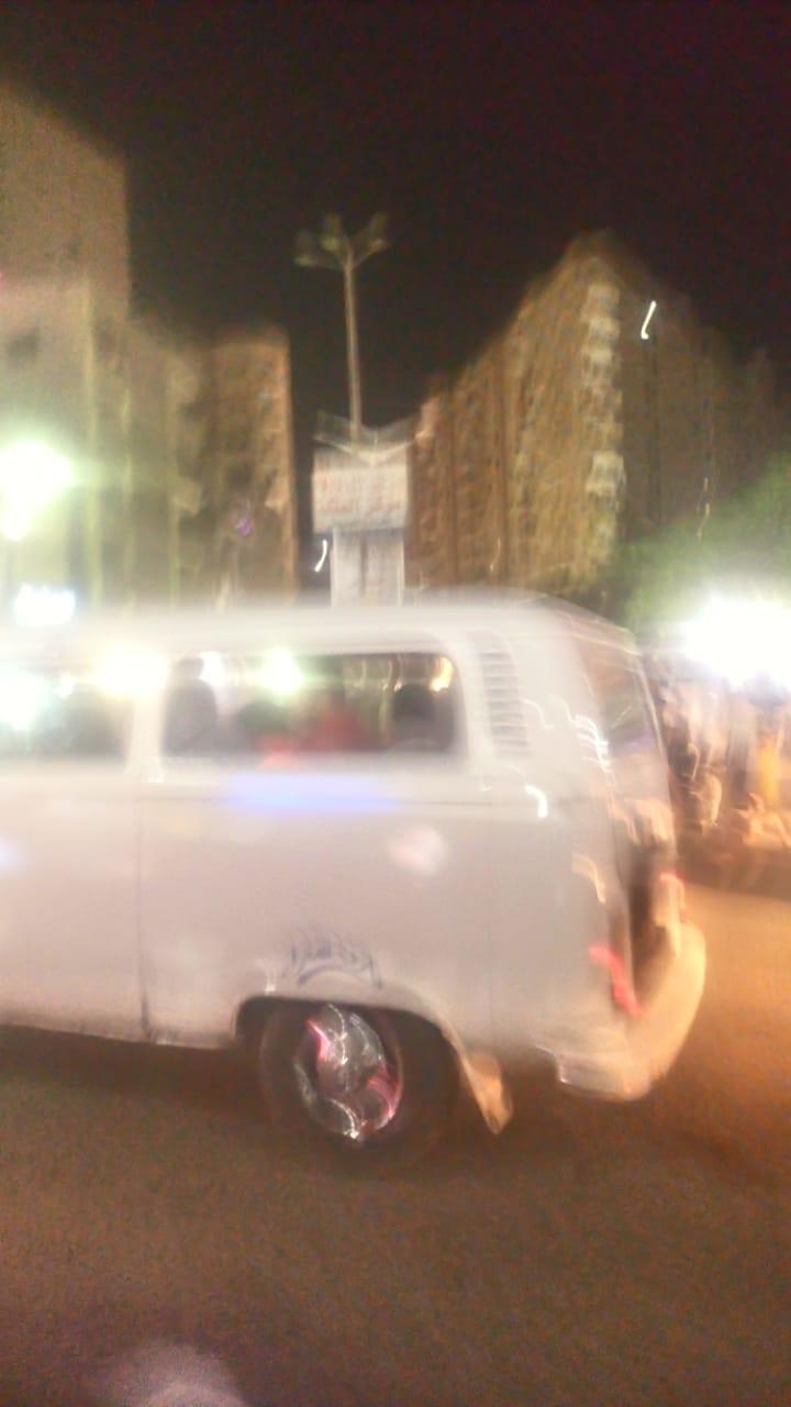 التكاتك تتسبب فى أزمة مرورية بشارع فيصل