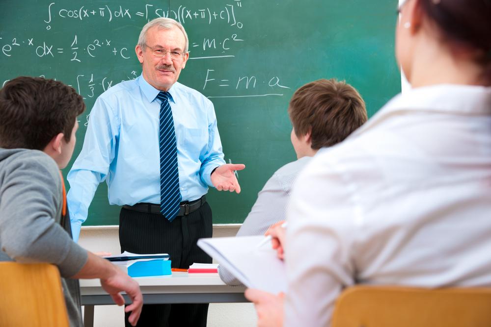 10 مميزات للزواج من مدرس (3)