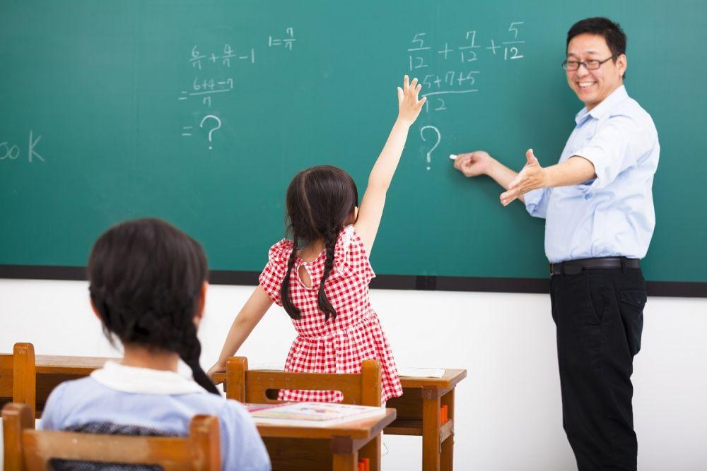 10 مميزات للزواج من مدرس (2)
