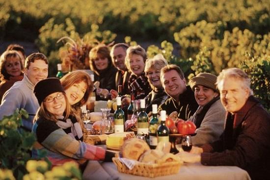 87722-أشخاص-ينتظرونك-على-العشاء