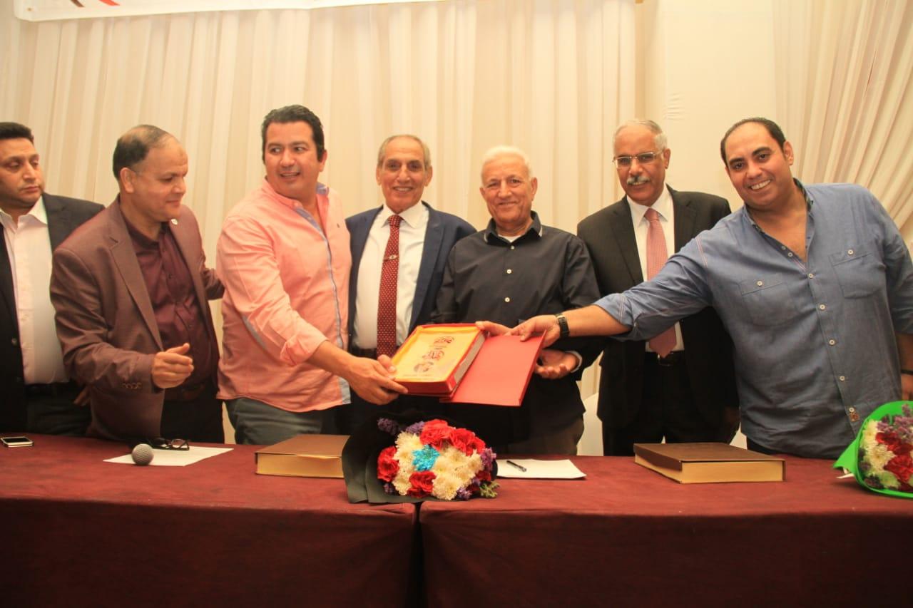 تكريم عمر بلبع رئيس منطقة الجيزة السابق