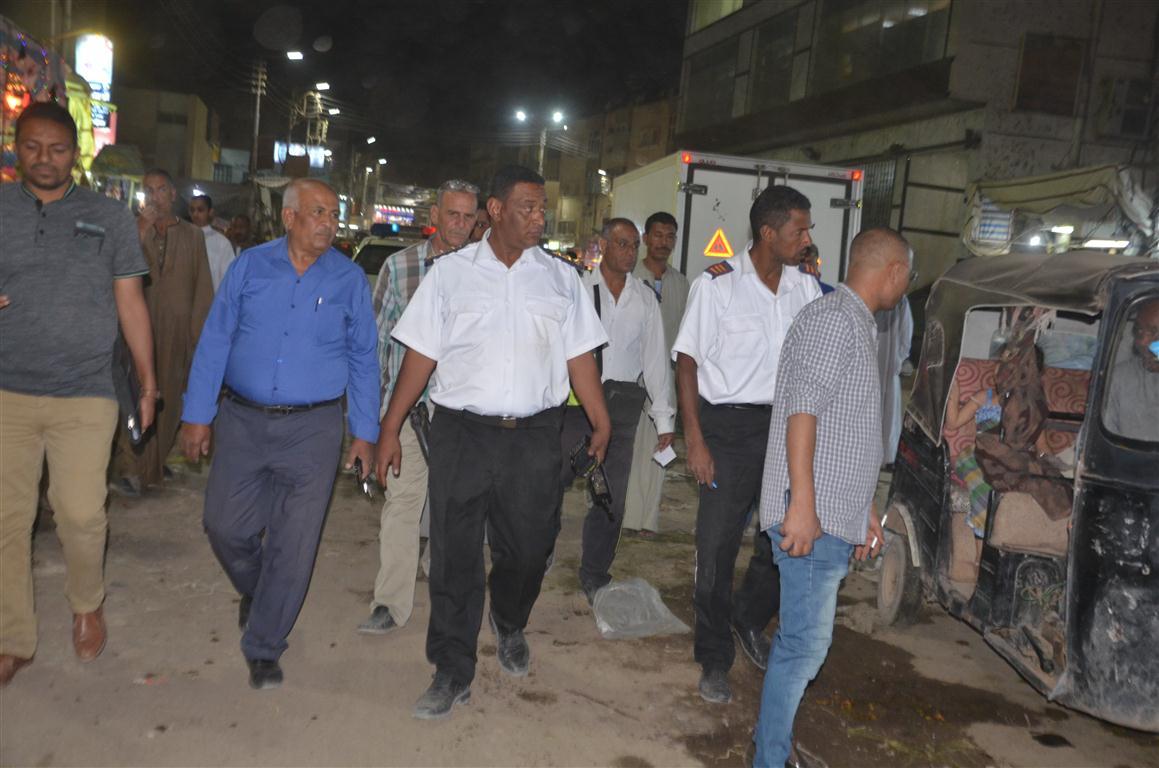 مدينة إسنا تقود حملة لضبط مخالفات السائقين والحد من الزحام المروري (12)