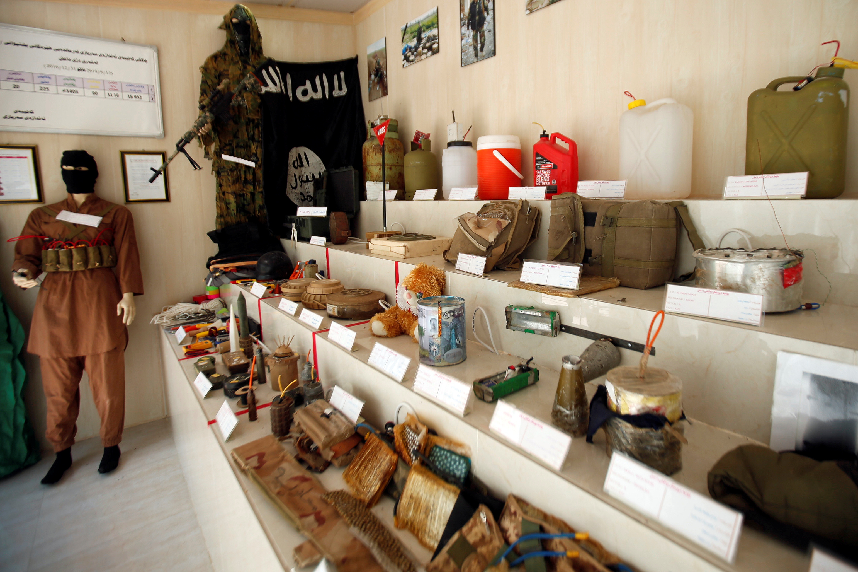 مقتنيات داعش داخل المتحف (1)