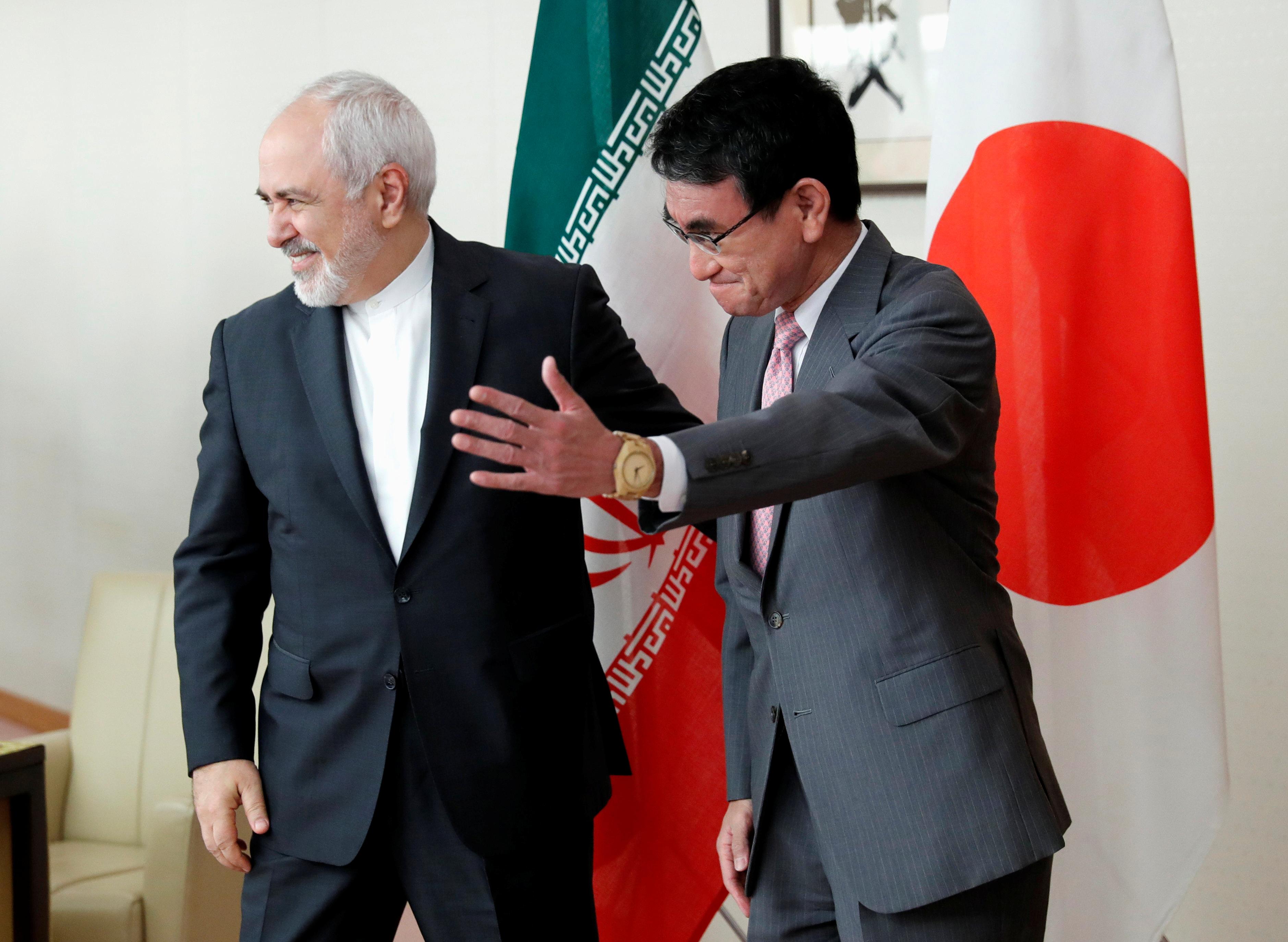 وزير خارجية اليابان يرحب بنظيره الإيرانى