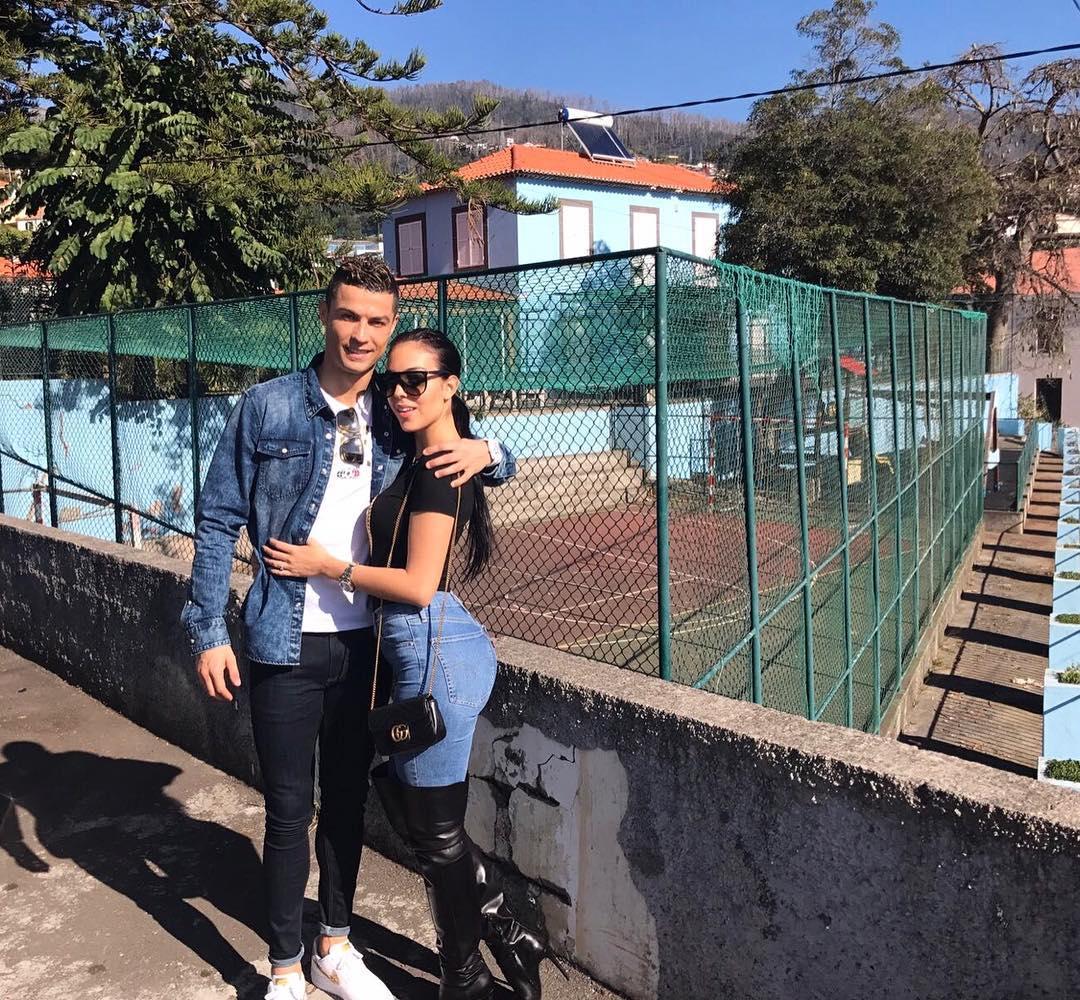 النجم البرتغالى وصديقته عارضة الأزياء