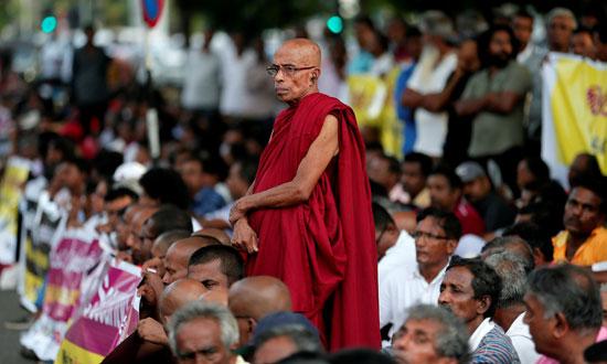 رهبان-بوذيون-بسريلانكا-يتظاهرون-احتجاجا-على-هجمات-ضد-المسلمين-(2)