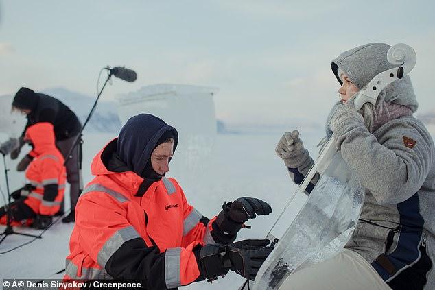 فرقة موسيقية تعزف بأدوات مصنوعة من الجليد  (4)