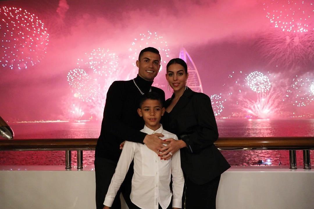 رونالدو وعائلته فى دبى