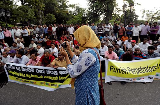 رهبان-بوذيون-بسريلانكا-يتظاهرون-احتجاجا-على-هجمات-ضد-المسلمين-(4)