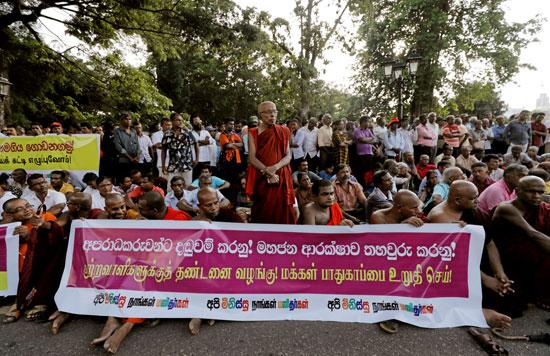 رهبان-بوذيون-بسريلانكا-يتظاهرون-احتجاجا-على-هجمات-ضد-المسلمين-(5)