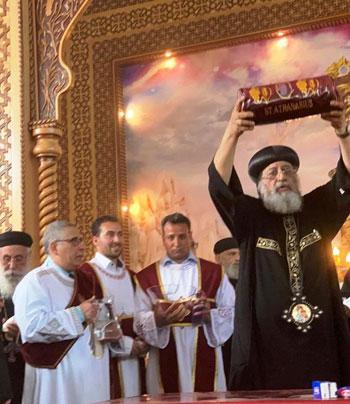 البابا تواضروس يترأس صلوات عشية القديس اثناسيوس الرسولى (16)