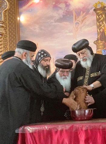 البابا تواضروس يترأس صلوات عشية القديس اثناسيوس الرسولى (19)