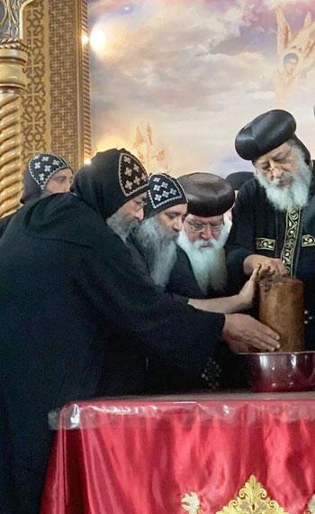 البابا تواضروس يترأس صلوات عشية القديس اثناسيوس الرسولى (22)