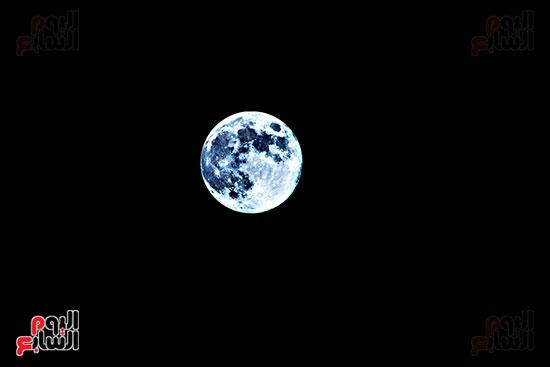 القمر الازرق (3)