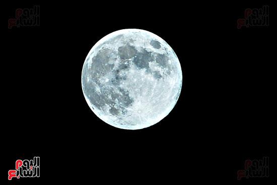 القمر الازرق (1)