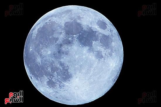 القمر الازرق (4)