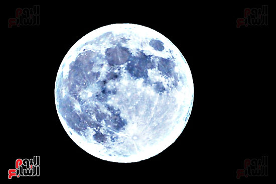 القمر الازرق (2)