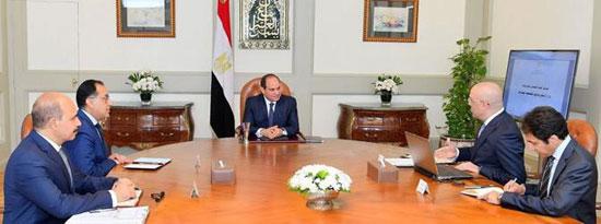 السيسى يجتمع برئيس الوزراء ووزير الإسكان (4)