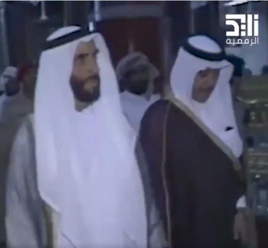 الشيخ زايد يزور المسجد الحرام